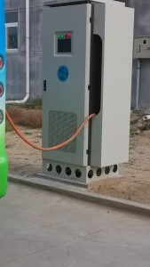 现场安装的其它厂家60KW直流充电机